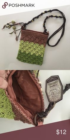 Straw Summer Crossover Bag Purse. Beach Bag. Cute crossover pocketbook with beaded details on the strap. NWT. Zips shut. Cell phone pocket on the inside. Never used sun n sand Bags Crossbody Bags