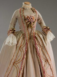 gown worn by Marie Antionette 1780 Gown worn in Marie Antoinette, '. 18th Century Dress, 18th Century Costume, 18th Century Clothing, 18th Century Fashion, Vintage Outfits, Vintage Gowns, Vintage Mode, Vintage Fashion, Historical Costume