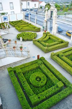 Castelo Branco - Jardim do Paço Episcopal / Bishop´s Palace garden Boxwood Garden, Garden Hedges, Topiary Garden, Garden Art, Garden Landscaping, Garden Design, Amazing Gardens, Beautiful Gardens, Classic Garden