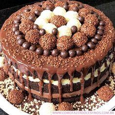 Aprenda a Fazer Brigadeiro Gourmet - Como Fazer Doces Finos Chocolate Drip Cake, I Love Chocolate, Chocolate Lovers, Cute Desserts, No Bake Desserts, Fashion Cakes, Cake Boss, Drip Cakes, Let Them Eat Cake