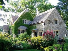 36 Stunning Country Cottage Gardens Ideas Cottage gardens aren't expensive to recreate. A cottage garden isn't likely to be symmetrical. Most cottage gardens appear to decide on a romantic tone English Country Cottages, English Country Gardens, English Countryside, English Cottage Exterior, Style Cottage, Cottage Living, Cottage Homes, Modern Cottage, Country Living