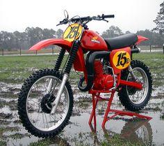 79 honda elsinore 250 Red motor of brute power Mx Bikes, Honda Bikes, Motocross Bikes, Motorcycle Bike, Cool Bikes, Enduro Vintage, Vintage Motocross, Vintage Bikes, Classic Honda Motorcycles
