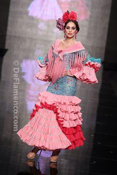 Fotografías Moda Flamenca - Simof 2014 - Mari Carmen Cruz 'Y... Sevilla' Simof 2014 - Foto 01