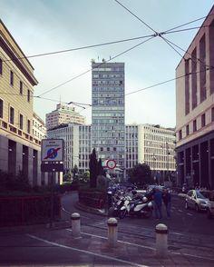 Luigi Mattioni Grattacielo della Terrazza Martini (1957) | Milano . . #Milano #Milan #Lombardia #LuigiMattioni #GrattacielodellaTerrazzaMartini #CentroDiaz #TorreVelasca #skyscraper #building #city #urbanview #urbanlife #urbanspace #architecture #archilovers #milaninsight #milanaplacetobe #milanodavedere #igers #instagramers #igersmilano #ig_milano #igerslombardia #igersitalia #iphone6s by ottothefirst
