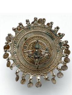 Indonesia ~ Sumatra, Jambi | Ear ornament (Subang di Talingo); gilt silver | ca. 1929 or earlier