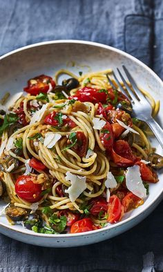 Spaghetti puttanesca Tom Kerridges Fresh Start is just the inspiration you need to get cooking. Make the whole family this salty spicy puttanesca thats packed with flavour. The post Spaghetti puttanesca appeared first on Einfache Rezepte.