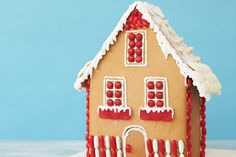 Yay a recipe for making the House ------Whether it& a house decoration or a gift, this super cute gingerbread house tastes fantastic too! Christmas Baking, Christmas Cookies, Christmas Holidays, Xmas, Christmas Recipes, Christmas Ideas, Merry Christmas, Royal Icing Recipe With Egg Whites, Recipes
