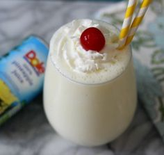 Mock Pina Colada Smoothie - A light, refreshing, smoothie with the taste of sweet pineapple and coconut. It's the perfect healthy substitute to a Pina Colada Cocktail #CreateWithDole #KingOfJuices #ad
