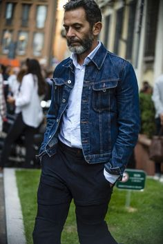 The best street style from Milan Fashion Week S/S - - See all the most stylish men attending the shows at MFW, shot exclusively for us by roving street style photographer Robert Spangle of Thousand Yard Style. Most Stylish Men, Stylish Mens Fashion, Denim Fashion, Look Fashion, Fashion Styles, Best Street Style, Cool Street Fashion, Pantalon Costume, Style Masculin