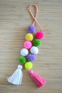 Charming pom pom bag charm bag by PearlAndShineJewelry Source by pilarmarugand Pom Pom Purse, Pom Pom Bag Charm, Pom Pom Crafts, Yarn Crafts, Craft Stick Crafts, Diy Crafts To Sell, Diy Tassel, Tassels, Diy Keychain