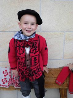 KAIKUS NIÑOS Y NIÑAS Basque Country, Beret, Winter Hats, Crochet, Regional, Folklore, Patterns, Fashion, Sweater Vests