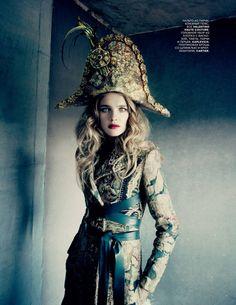 Vogue Rússia Dezembro 2014 | Natalia Vodianova por Paolo Roversi [Editorial]