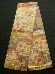 This is a Fukuro obi with classical 'yukiwa' (snow crystals), seasonal flowers and Kasumi'mist' pattern, which is woven