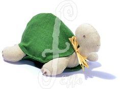 Fermaporta in stoffa a forma di tartaruga: deliziosa!   Fatto a mano da Effe Cremona! http://www.effecremona.it