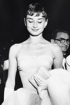 """Classy People From The Past Who Remind Us What """"Cool"""" Really Means - Audrey Hepburn at a premiere on September 14, 1953"""