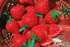 How To Make Strawberries for Picking #felt #tutorial from ikatbag
