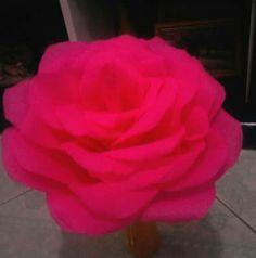 Rosa em papel crepom