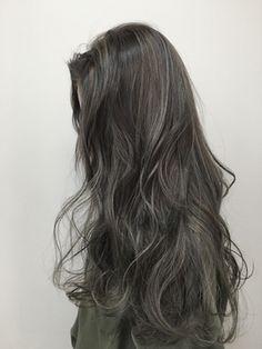 Two Color Hair, Korean Hair Color, Hair Color Streaks, Hair Dye Colors, Hair Highlights, Haircuts For Medium Hair, Medium Hair Styles, Curly Hair Styles, Grey Hair Inspiration