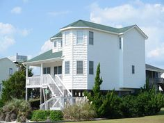 Holden Beach, NC - A Tig Na Mara 1132 a 4 Bedroom Boulevard / Second Row Rental House in HOLDEN BEACH, part of the Brunswick Beaches of North Carolina. Includes Hi-Speed Internet