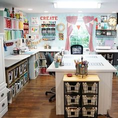 craft spaces - Craft room (Part Swoon worthy craft room compilation. the best and most inspiring craft roomsSwoon worthy craft room compilation. the best and most inspiring craft rooms Sewing Room Design, Craft Room Design, Craft Room Decor, Craft Space, Craft Room Storage, Space Crafts, Home Crafts, Sewing Room Decor, Sewing Spaces