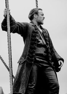 Toby Stephens as Captain James Flint in 'Black Sails' Movies Costumes, Black Sails Starz, Captain Flint, Toby Stephens, Pirate Life, Treasure Island, Character Inspiration, Character Design, Sailor