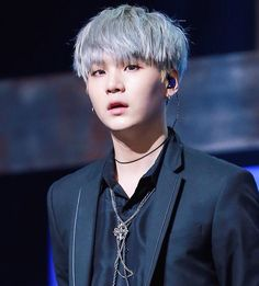 Ok, but look at how beautiful Suga looks with gray hair.