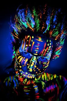 Neon body art - More Black Light UV Body Paint Effects Neon Painting, Light Painting, Uv Makeup, Makeup Art, Face Makeup, Party Makeup, Makeup Tips, Kunst Party, World Bodypainting Festival