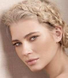 maquillage-mariage-naturel-mascara-gloss-rose-pâle-chignon-tresse