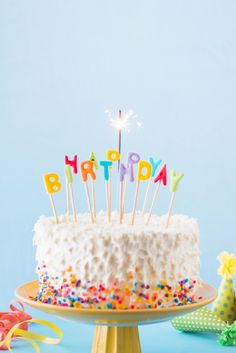 Close-up of birthday cake with burning sparkler Free Photo Happy Bday Pics, Happy Birthday Cupcakes, Happy Birthday Cake Images, Happy Birthday Video, Happy Birthday Wishes Images, Happy Birthday Wallpaper, Happy Birthday Celebration, Girl 2nd Birthday, Birthday Cake With Photo