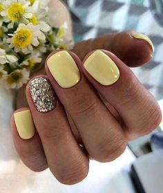 lemon nails for spring, love the glitter nail to sparkle it up 5 practical ways to apply nail polish without errors Es ist fast eine Prüfung, Nagellack ric Spring Nail Colors, Spring Nail Art, Nail Designs Spring, Spring Art, Cute Nails For Spring, Spring Time, Cute Summer Nail Designs, Spring Design, Winter Time