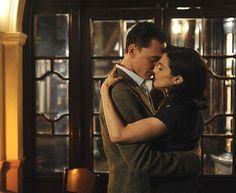 Tom Hiddleston e Rachel Weisz se apaixonam no drama Amor Profundo, de Terence Davis: infidelidade, dever e obrigações da sociedade (Foto: Divulgação)
