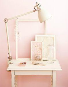 Zacht roze zoals bijvoorbeeld de Flexa kleur Stylish Pink vind je in vele varianten terug. Door het subtiele karakter van de kleur past het in vele stijlen.
