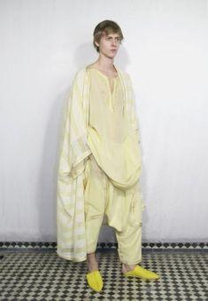 Zhor Raïs Moroccan Caftan, Moroccan Style, Kaftan Men, Spa Uniform, Muslim Men, Mens Fashion, Fashion Outfits, Modern Man, Indian Outfits