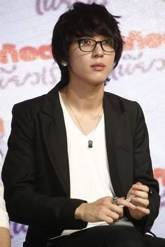OMG. Four-eyed Yonghwa!  Come visit kpopcity.net for the largest discount fashion store in the world!!