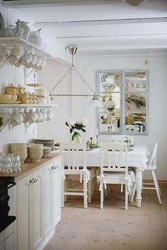 I'm loving open shelving in the kitchen