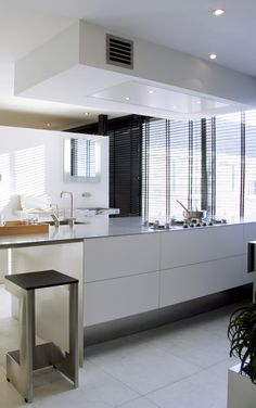 NEERIM extractor | afzuigkap by abk-innovent.com. Love the kitchen, hate the barstool.