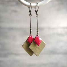 Boucles d'oreilles graphiques losanges rouges et bronze - Boucles d'oreilles sequins émaillés - Idée cadeau bijou : Boucles d'oreille par joaty