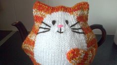 Hand knitted Cat tea cosy for 2 pint large tea pot Más Tea Cosy Knitting Pattern, Tea Cosy Pattern, Loom Knitting, Hand Knitting, Knitting Patterns, Crochet Patterns, Finger Knitting, Scarf Patterns, Knitting Machine