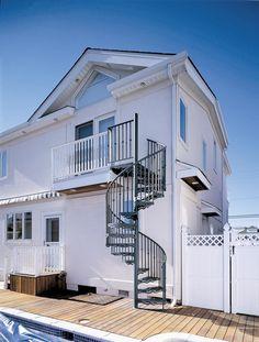 Escada de alumínio em área externa (Foto: Divulgação)