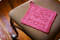 I <3 Mom Dishcloth...perfect for Mother's Day!  Free pattern on Ravelry