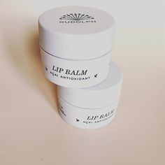 If you want to spoil your mom with a soft Lip Balm gift, please place your order before 12 o'clock today, to be sure your package will arrive before Mother's Day   #sayitwithakiss #2for1 #senestkl12 #dufårautomatiskenlipbalmmed #gældertilden14maj #morsdag #rudolphcare