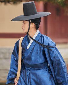Kim so hyun Kim So Hyun Fashion, Kim Sohyun, Kdrama, Cowboy Hats, Koko, Dragons, Train Your Dragon, Western Hats, Kite