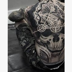 60 creative and unique tattoos for men - TattooBlend- # unique . - 60 creative and unique tattoos for men – TattooBlend- # unique - Backpiece Tattoo, Skull Tattoos, Black Tattoos, New Tattoos, Body Art Tattoos, Sleeve Tattoos, Badass Tattoos, Tatoos, Unique Tattoos For Men