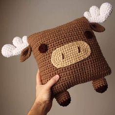 Crochet Animal Pillow Crochet Moose Moose Pillow by OliviaLawsArt Crochet Simple, Cute Crochet, Crochet Home, Crochet Gifts, Crochet Pillow Pattern, Crochet Patterns, Crochet Mignon, Confection Au Crochet, Crochet Octopus