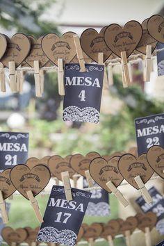 MF + A…. Un matrimonio verdaderamente campestre por Verónica Ramírez para Valeria Duque Fotografía Veronica Ramirez, Wedding Planner, Place Cards, Wedding Day, Place Card Holders, Ideas, Fotografia, Mariage, Invitations