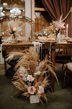 #barnwedding #pampas #bohostyle #weddingdecoration #weddingdetails #hippiestyle #flowerdecor