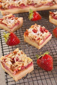 streusselkuchen backen mit erdbeeren erdbeerkuchen mit pudding strawberry cake with strawberry strawberry cake with pudding Essen und Rezepte Pudding Desserts, Pudding Cake, Dessert Recipes, Strawberry Pudding, Strawberry Cakes, Muffins, Kinds Of Desserts, Shortcrust Pastry, Vegan Cake