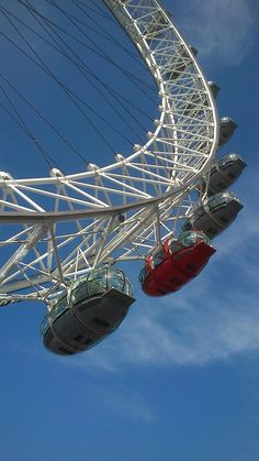 The London Eye is a big wheel over the Thames, and when you are on the top of it you can see all of London especially westminster palace who is not far of it and then Big Ben too. Each of the 32 capsules can carry 25 people and one turn is 30 minutes long.