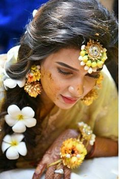 Find out about wedding preparation money Check the webpage to get more information Mehndi Ceremony, Haldi Ceremony, Wedding Couples, Wedding Photos, Wedding Bride, Bridal Mehndi Dresses, Bridal Outfits, Bengali Bride, W Two Worlds