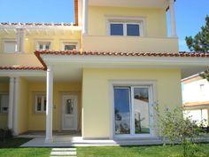 Resultado de imagem para casa com fachada amarela